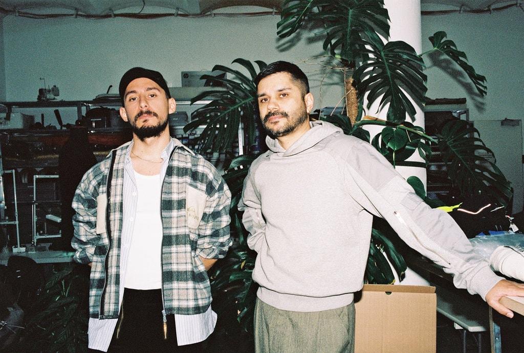 Les deux fondateurs dans leur studio berlinois. Crédit photo : New York Times